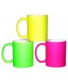 Koffiemok in neon kleur