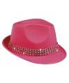 Fuchsia roze hoedjes met diamantjes